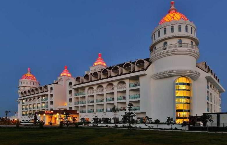 Side Crown Serenity - Hotel - 0