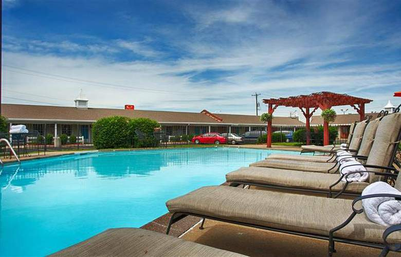 Best Western Coach House Inn - Pool - 142