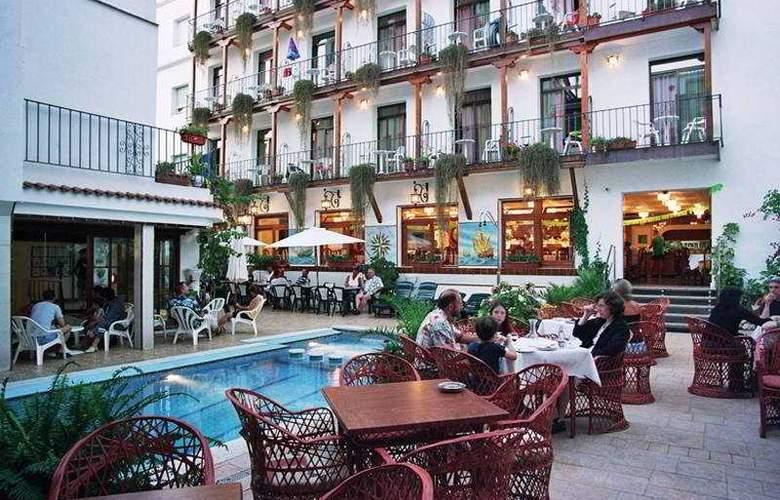 Neptuno Calella - Hotel - 0