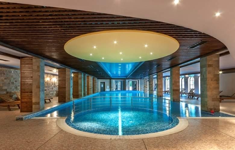 Grand Royale Hotel & Spa - Pool - 20