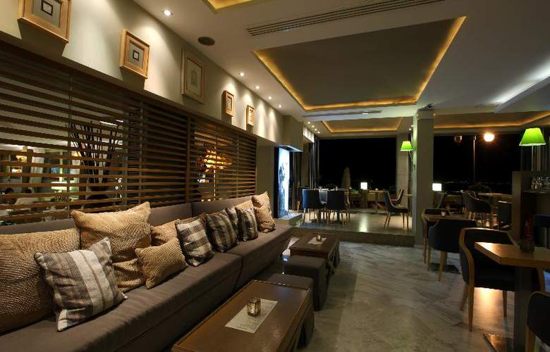 Golden Star Hotel - Bar - 25