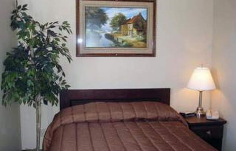 Econo Lodge Inn & Suites - Room - 3