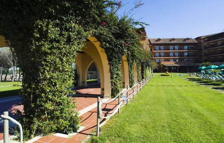 Golden Tulip Resort Marina di Castello - Hotel - 7