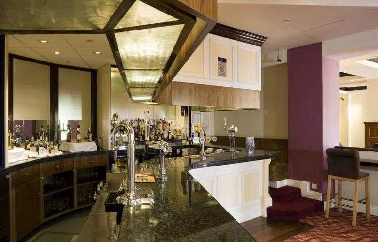 Doubletree by Hilton Dartford Bridge - Bar - 3