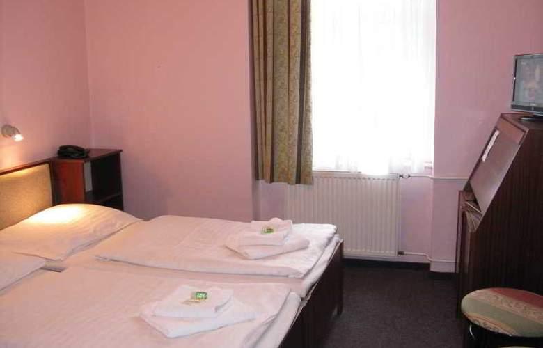 U Ceske Koruny Hotel - Room - 3