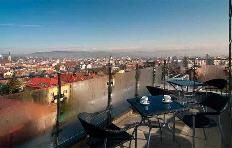 Ramada Cluj Hotel - Terrace - 8