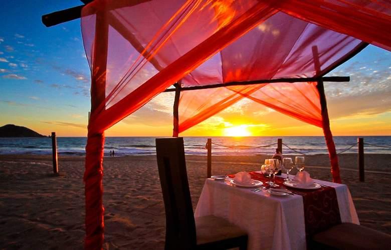 Crowne Plaza Resort Mazatlan - Restaurant - 9