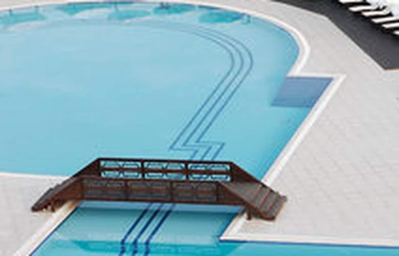 Malpas - Pool - 3