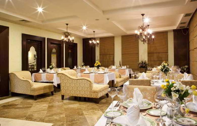 Crystal Admiral Resort Suits&Spa - Restaurant - 8