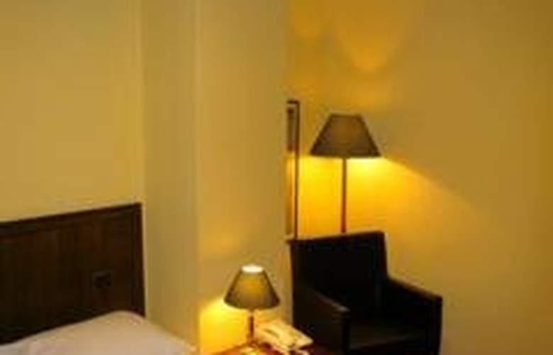 Nicola - Room - 3