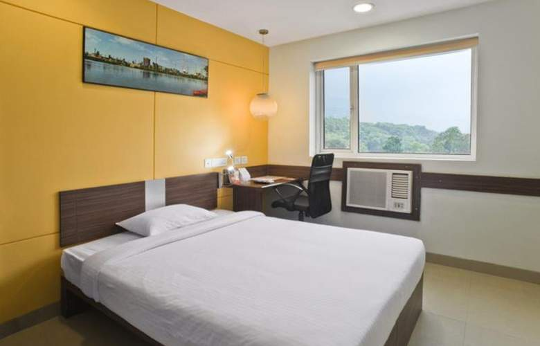Ginger Manesar - Room - 8