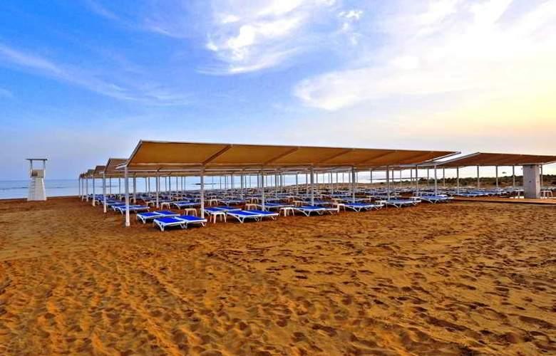 Ramada Resort Side - Beach - 30