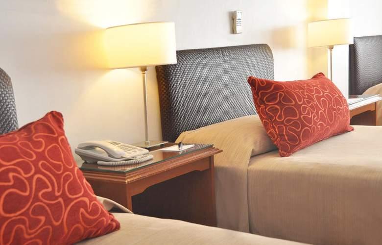 Gran Hotel Buenos Aires - Room - 9