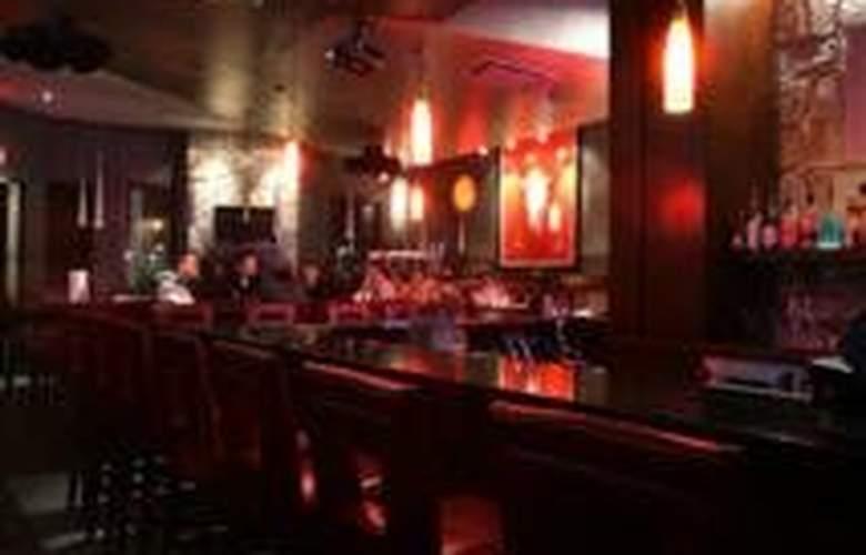Sandman Calgary West - Bar - 5
