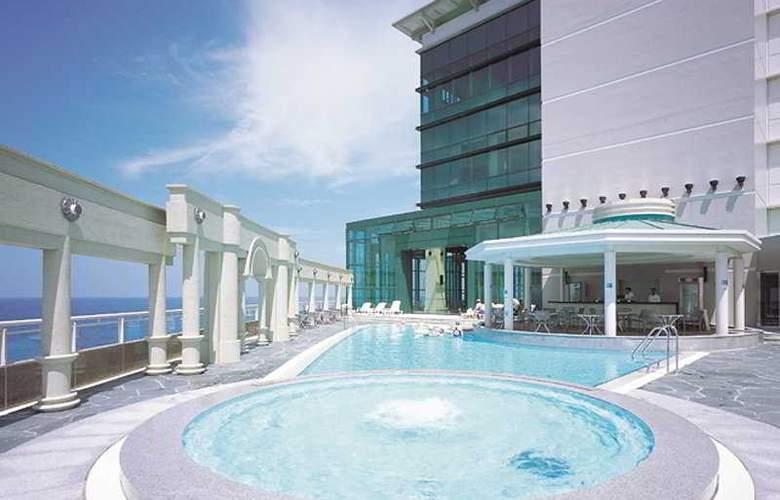 Ramada Plaza Jeju - Pool - 2