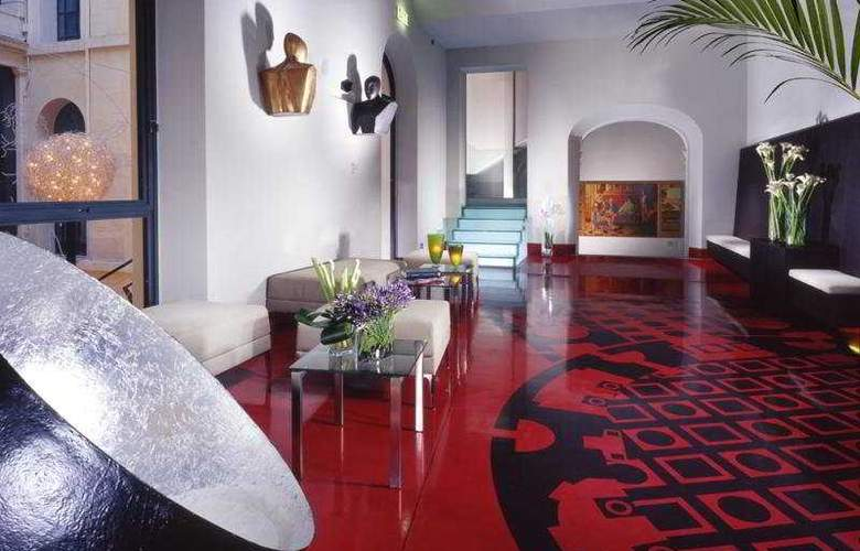 Art by the Spanish Steps - General - 2