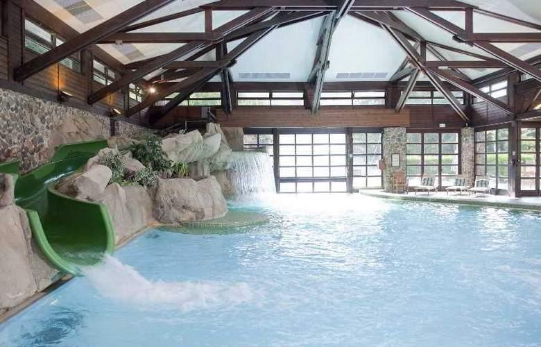 Disney's Sequoia Lodge - Pool - 3
