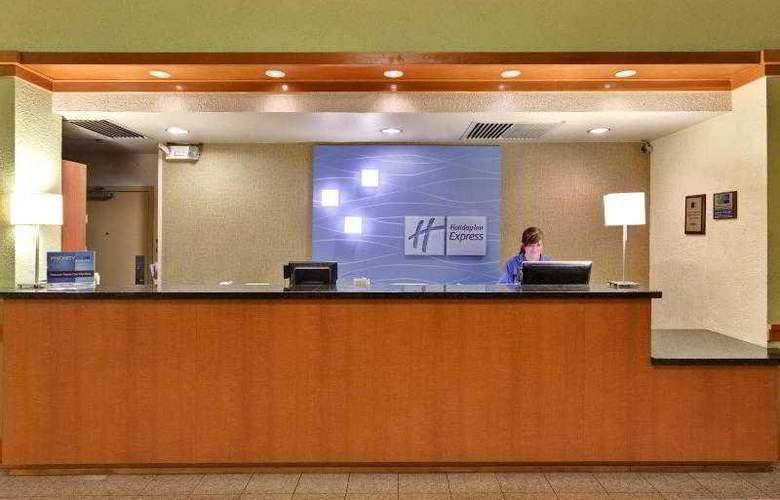Holiday Inn Express Flagstaff - Hotel - 10