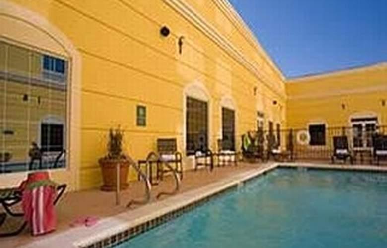 La Quinta Inn & Suites San Antonio Medical Center - Pool - 4