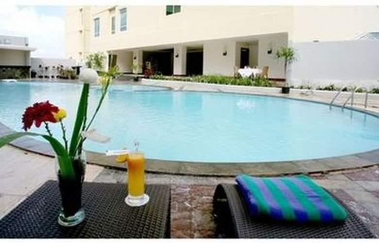 Swiss-Belhotel Maleosan Manado - Pool - 1