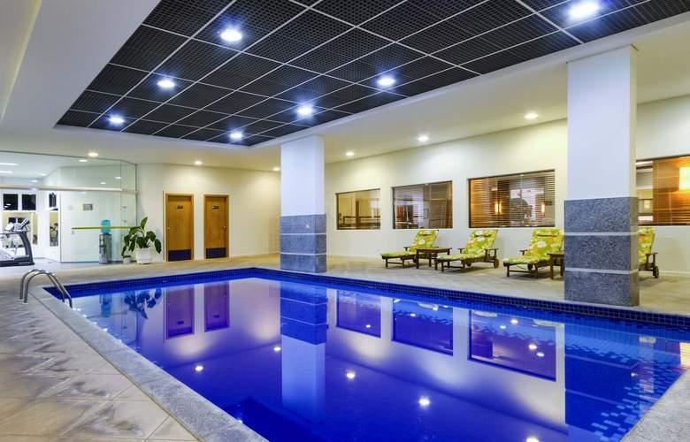 Ibis Styles Curitiba Santa Felicidade - Pool - 11