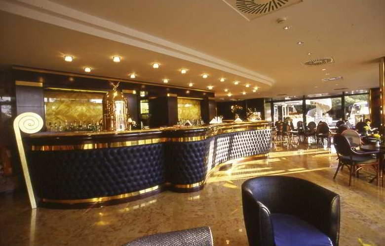 NH Villa Carpegna - Hotel - 9
