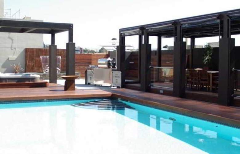 Rydges on Swanston Melbourne - Pool - 13