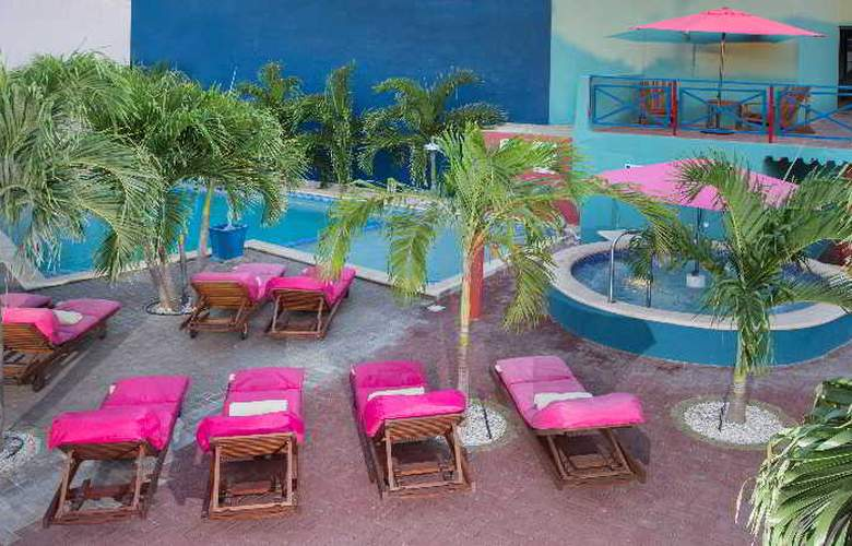 The Ritz Studios - Pool - 33