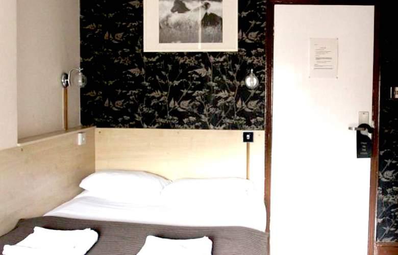 Metro - Room - 4