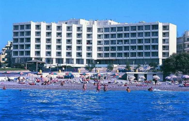 Blue Sky Beach Hotel - Hotel - 0