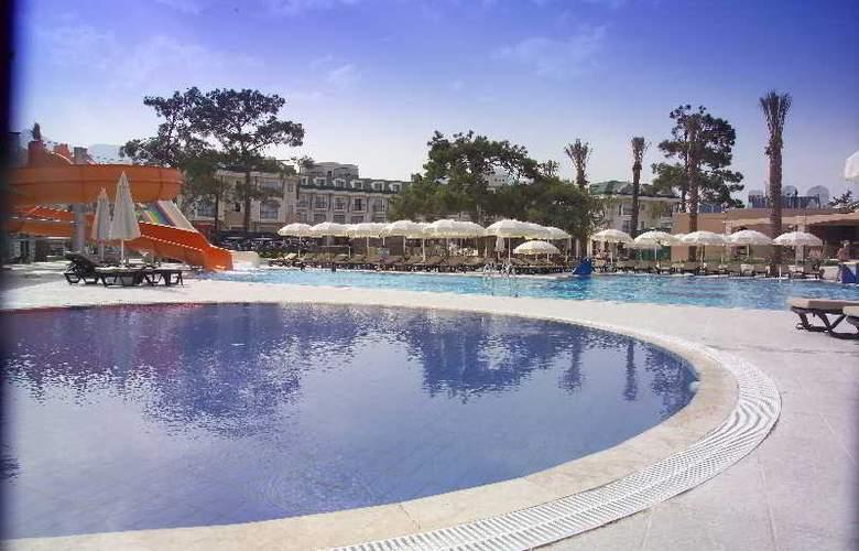 Novia Lucida Beach Hotel - Pool - 17