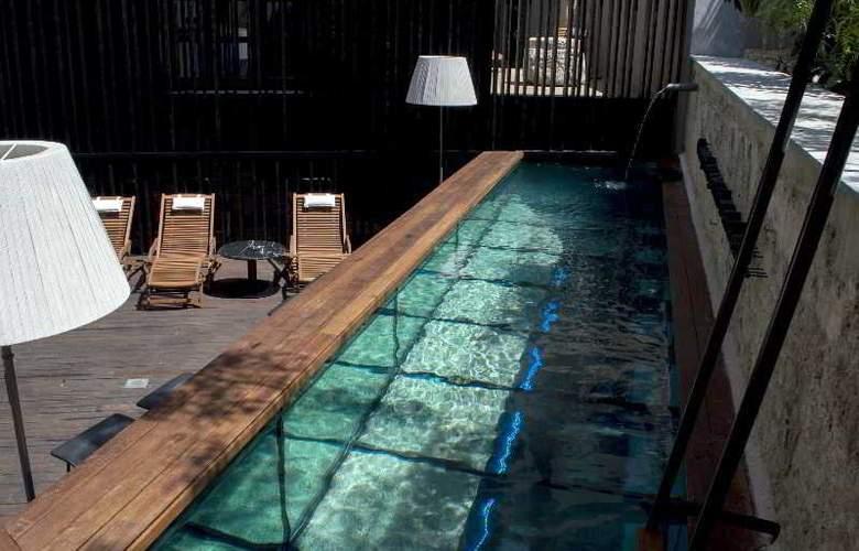 Caro Hotel - Pool - 13