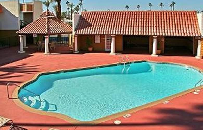 Clarion Inn - Pool - 6