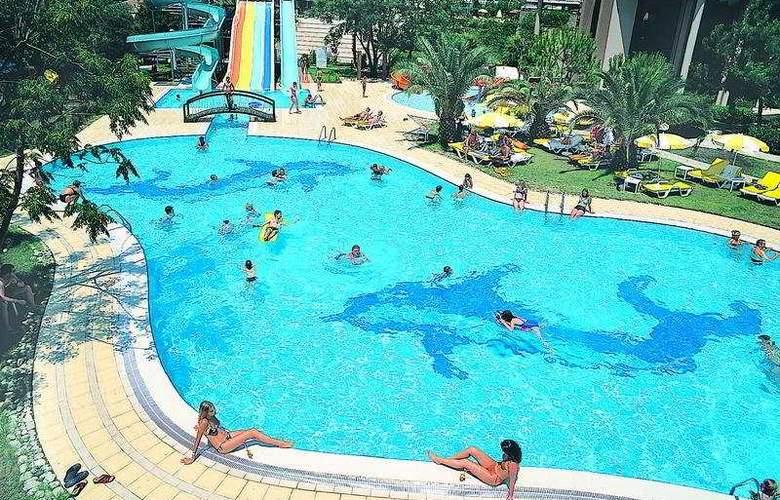 Grand Prestige - Pool - 3