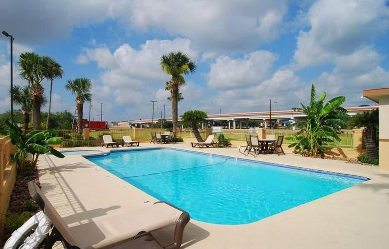 Best Western Kingsville Inn - Pool - 103