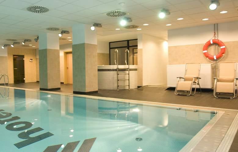 Economy Silesian Hotel - Pool - 3