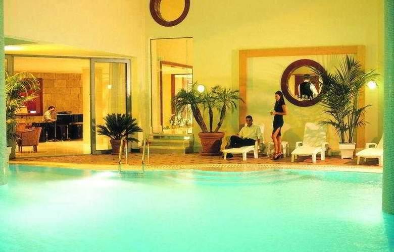 Mediterranean Hotel - Pool - 5