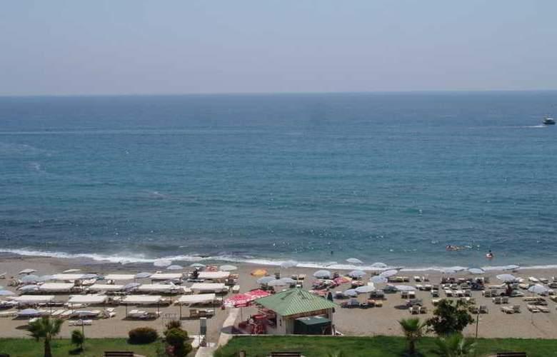 CLUB BAYAR BEACH HOTEL - Beach - 3