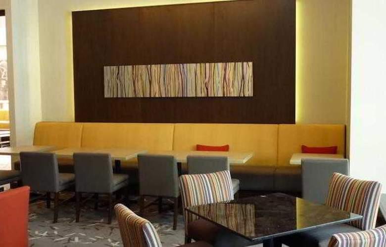 Hilton Montreal Bonaventure - Hotel - 4