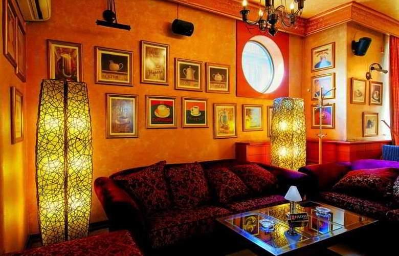 Balkan Orient Express - Bar - 9