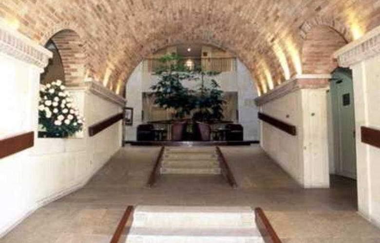 Embassy Suites - Hotel - 1