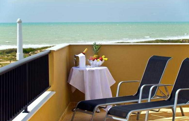 Elba Costa Ballena Beach & Thalasso Resort - Terrace - 10