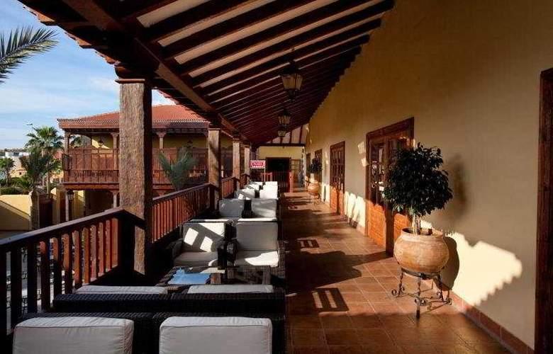 GF Hotel Isabel Family - Terrace - 9