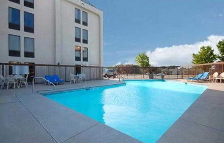 Comfort Inn Southwest - Pool - 3