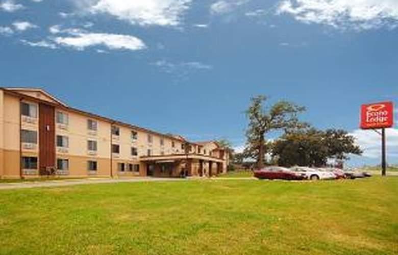 Econo Lodge  Inn & Suites - General - 1