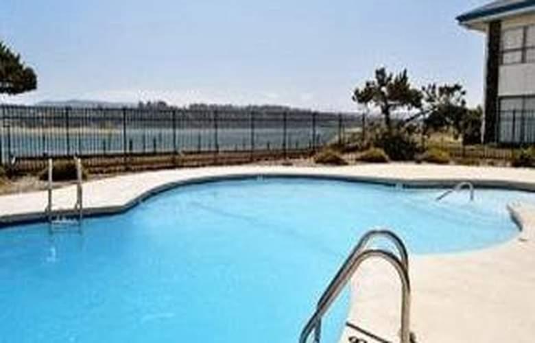 Waldport Beach Hotel - Pool - 1