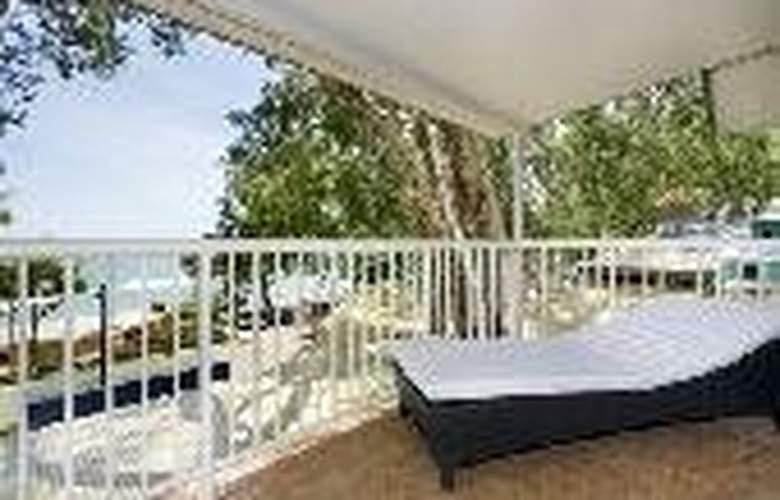 Paradise on the Beach Resort - General - 6