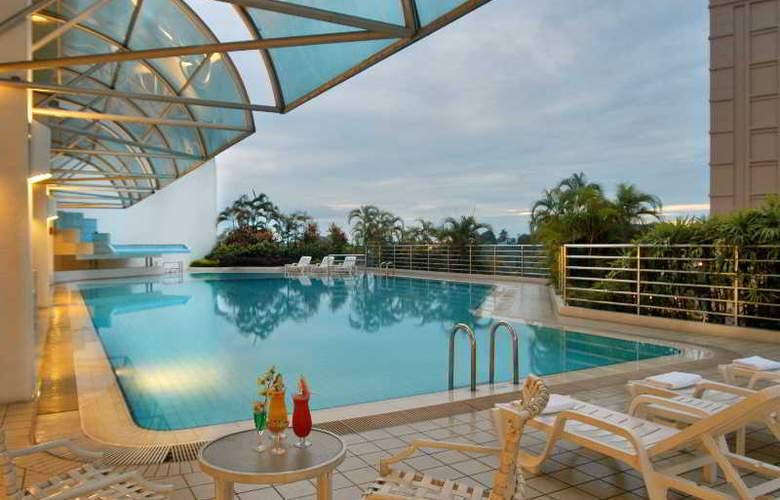 Riverside Majestic Hotel Kuching - Pool - 3