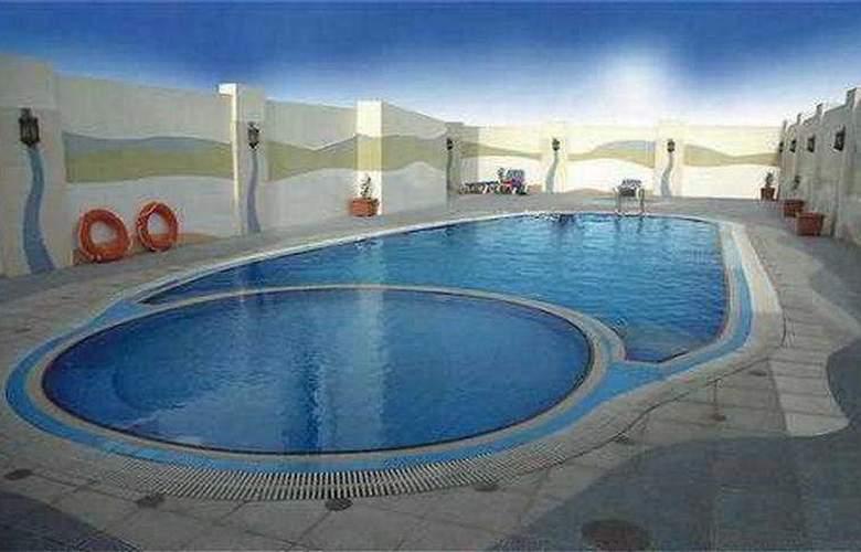 Al Jawhara Hotel Apartments - Pool - 7