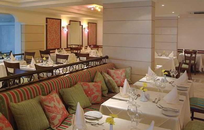 Aquamare Beach Hotel & Spa - Restaurant - 6